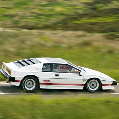 Lotus Esprit Turbo zijkant
