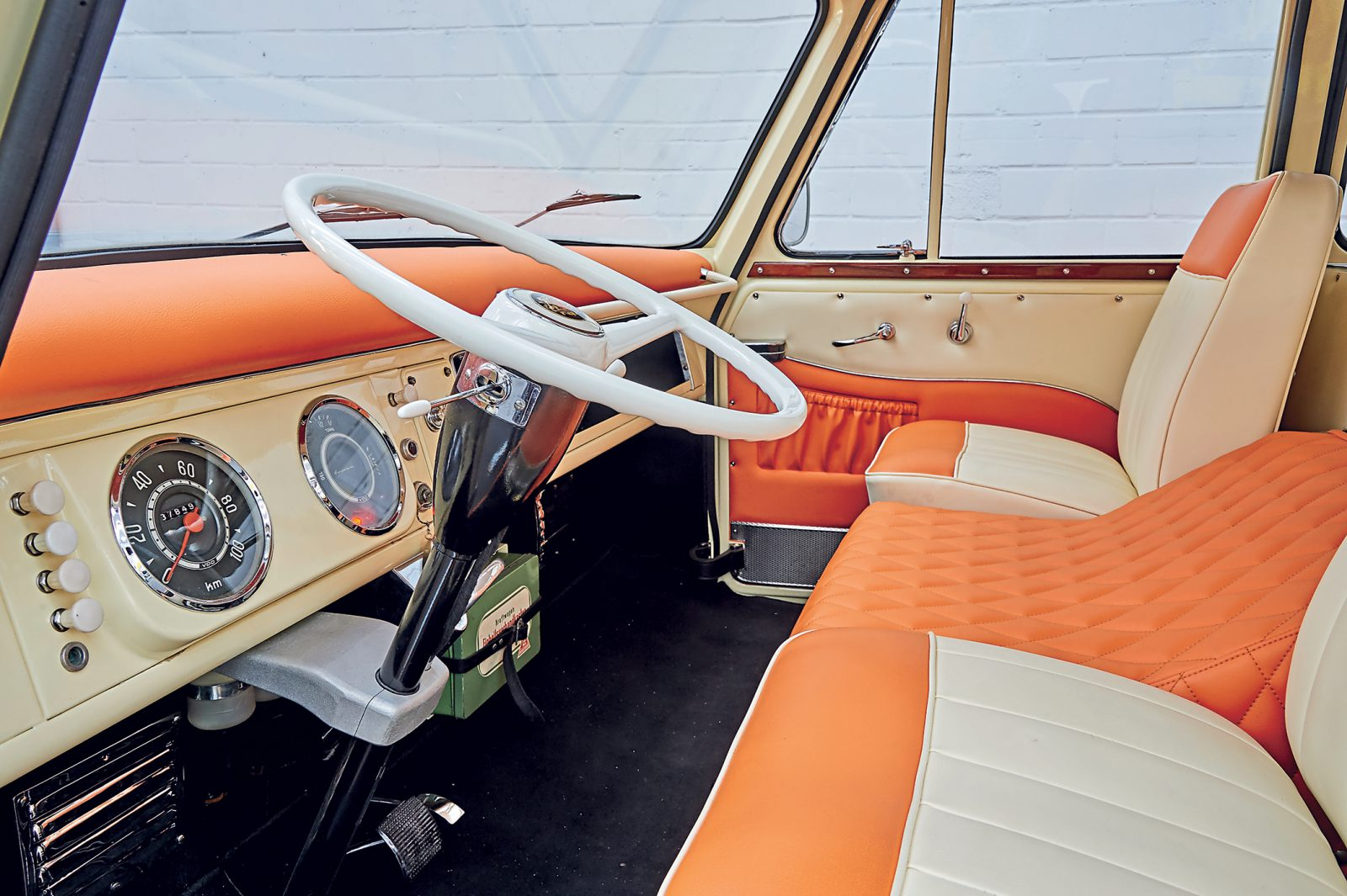 Borgward BO611 dashboard
