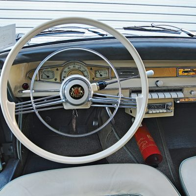 Borgward_Isabella_Coupe_dashboard