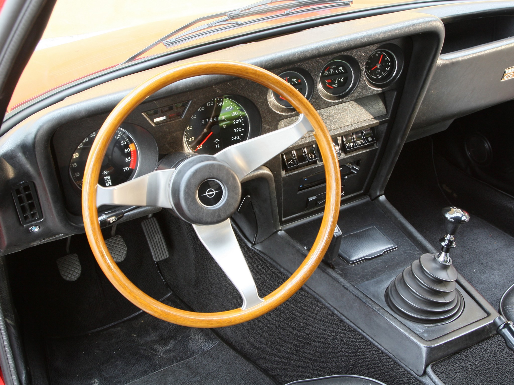 opel_gt_dashboard