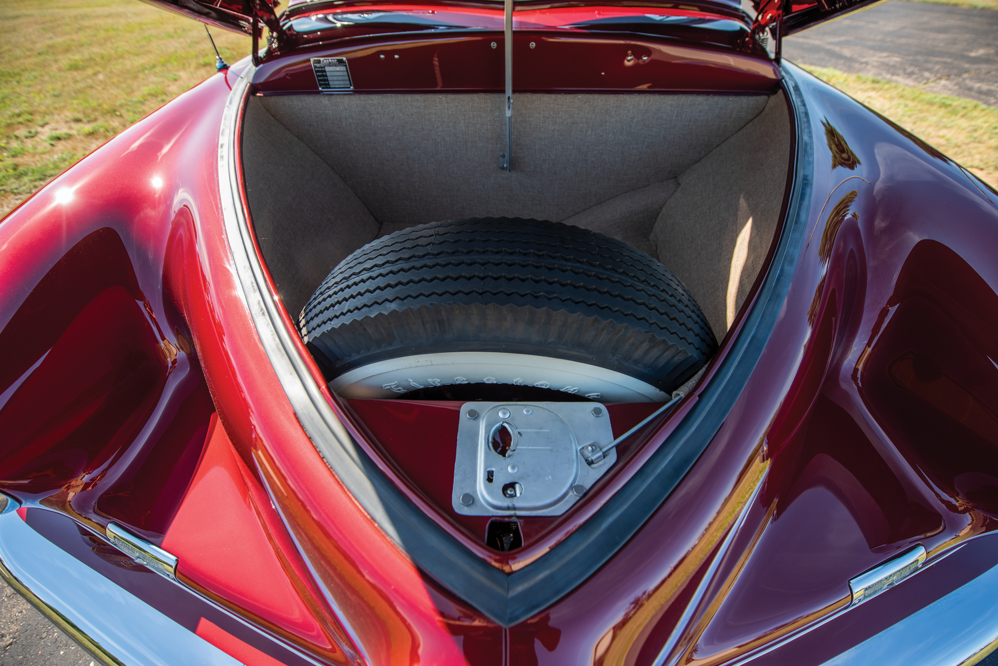 tucker_sedan_kofferbak_boot_trunk