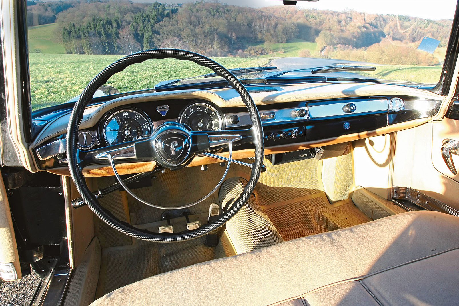 Lancia Flaminia dashboard
