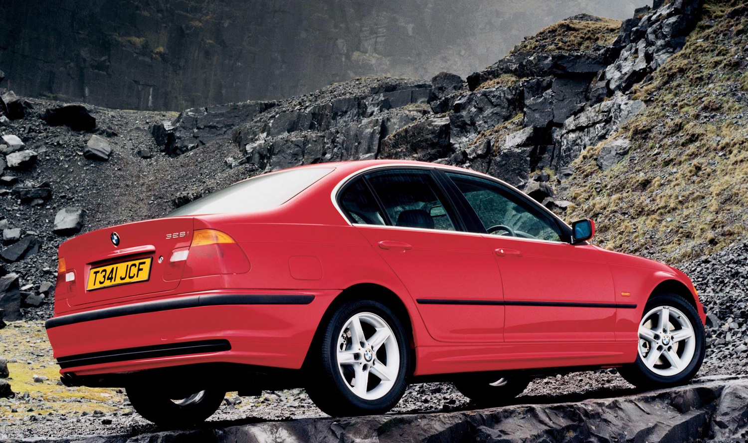 bmw_328i_sedan_E46_red_rear