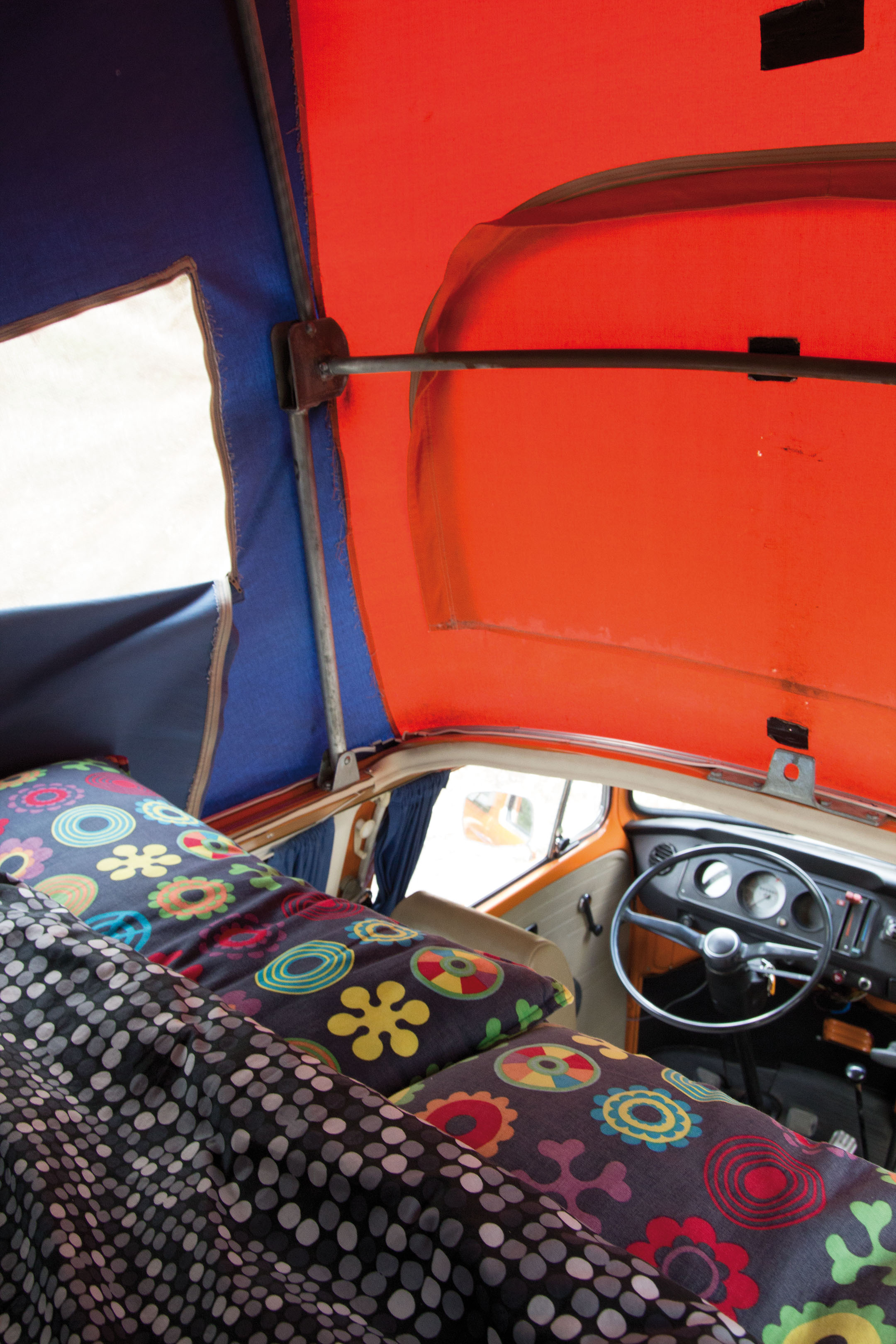 Volkswagen T2 bed