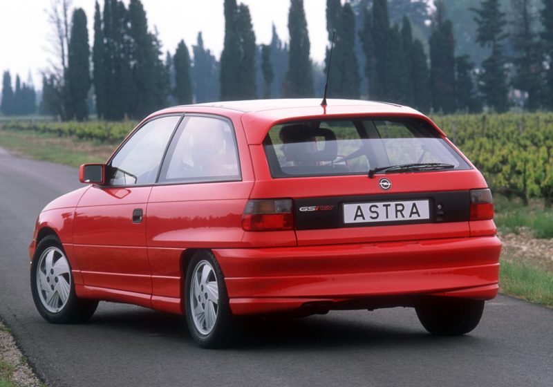 opel_astra_gsi_red_rear