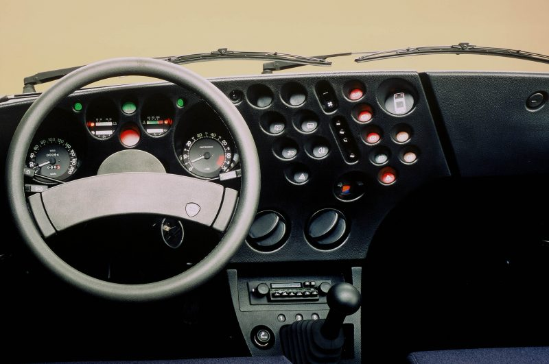 Lancia-Beta-Trevi-dashboard