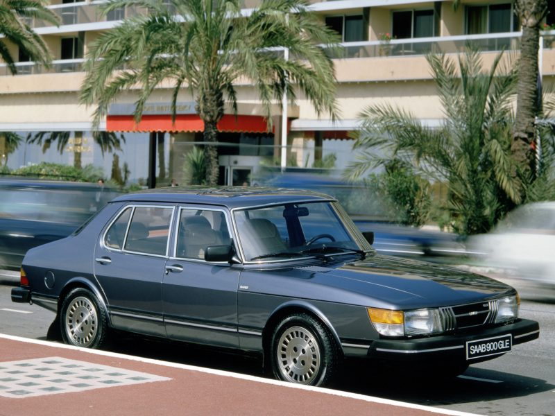 saab-900-sedan-salon-geneve-1980