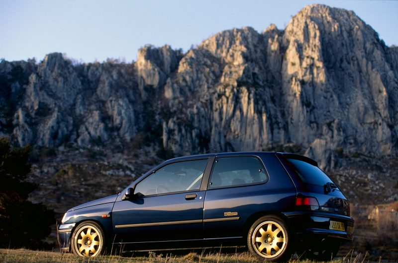 03-2020-30-years-of-Renault-CLIO-Renault-CLIO-I-1990-1999-1
